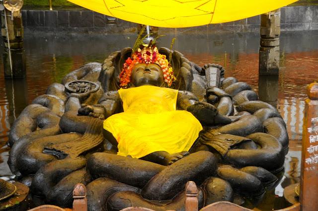 sleeping-vishnu-budhanilkantha-temple