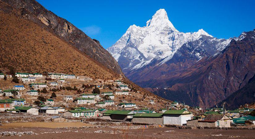 Pretty-Sherpa-village-of-Khumjung-825×450
