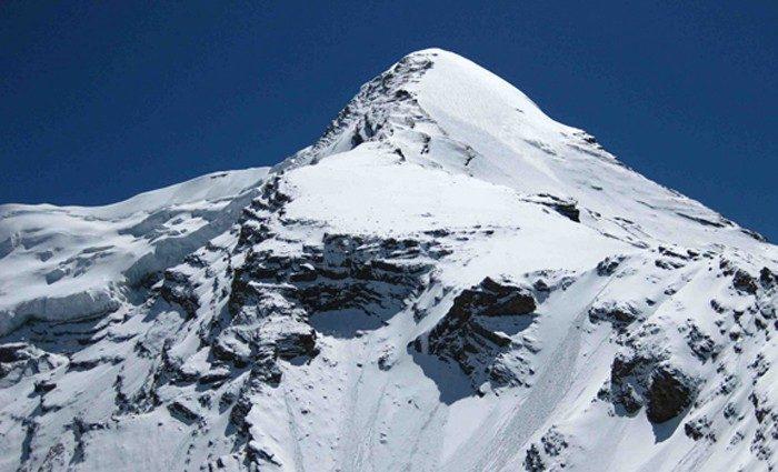 pisang-peak-climbing-1-700×425